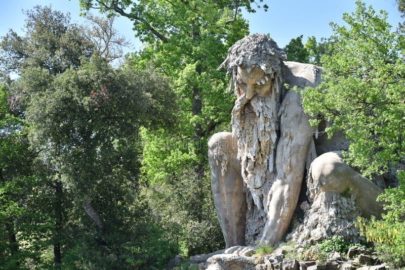Colosso小山谷` Appennino del Giambologna 1580,位于佛罗伦萨的雕塑在别墅Demidoff公园  图库摄影