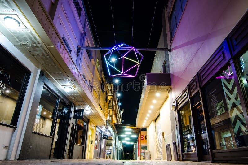 Coloured purpury gwiazda zaświeca alleyway ścieżek dekorację przy Albury CBD zdjęcie stock