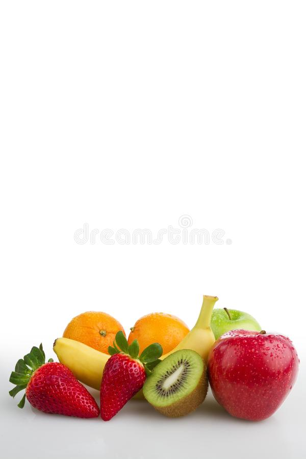 Colourful świeżych owoc bielu tło zdjęcie royalty free