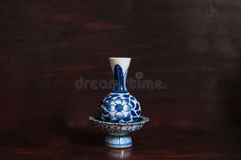 Colourful błękitna piedestał taca i waza Porcelanowy artykuły, Chiński porcel zdjęcie stock