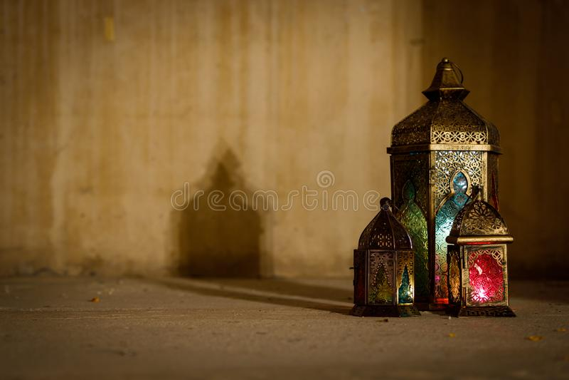 Colourful j?zyka arabskiego Ramadan lampion fotografia royalty free