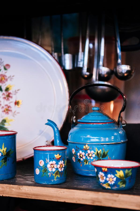 Colourful kwiat malujący rocznika stary enamelware fotografia royalty free