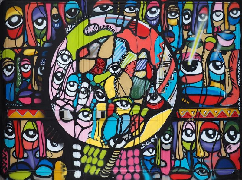 Colourful malowidło ścienne Malujący Na ścianie W Faro Poro zdjęcia royalty free