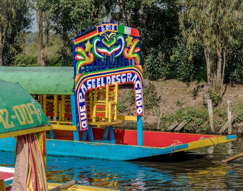 Colourful Meksykańskie łodzie przy Xochimilcos Spławowymi ogródami - Meksyk, Meksyk fotografia royalty free