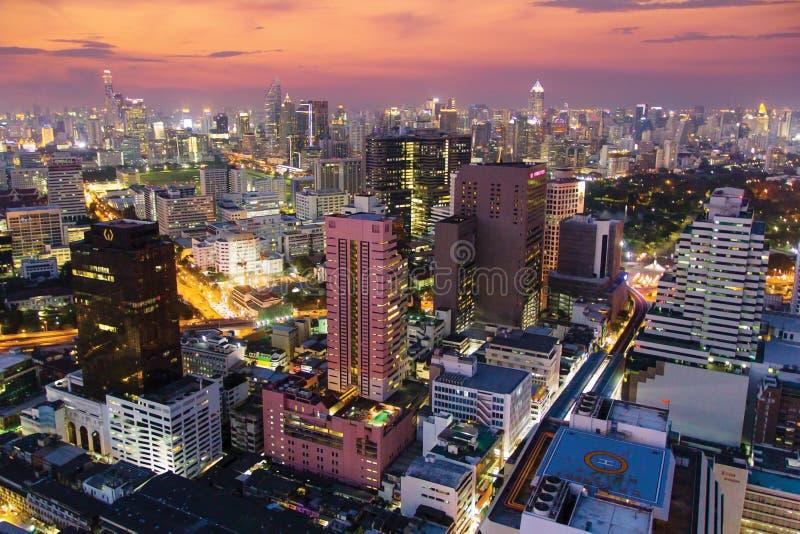 Colourful noc widok Bangkok miasto z drapaczami chmur zdjęcia stock