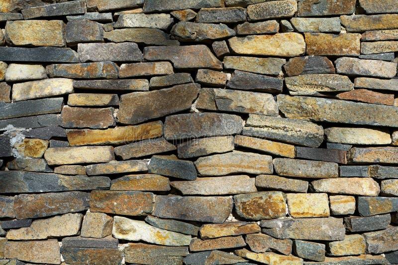 Colourful stara kamiennej ściany tekstura, architektoniczny tło fotografia royalty free