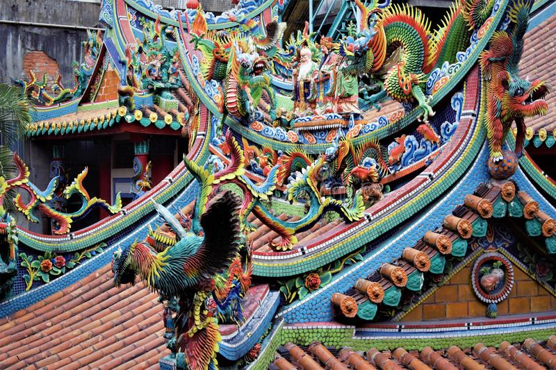 Colourful Taiwanese temple roof in Taipei stock images