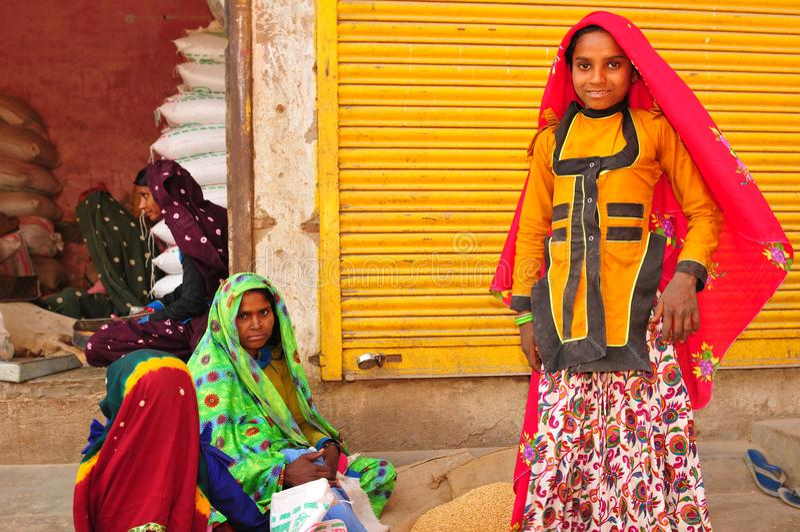 Colourfull geklede Gujarati-vrouwen Gujarat is paradies voor tex royalty-vrije stock fotografie