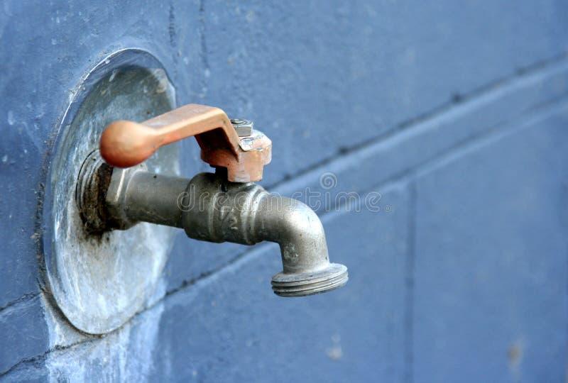 Download Colpetto fotografia stock. Immagine di acqua, bagnato, metallo - 125032