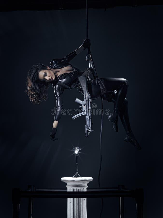 Download Colpi Della Pistola - Diamond Heist Fotografia Stock - Immagine di elegante, ingranaggio: 33067130