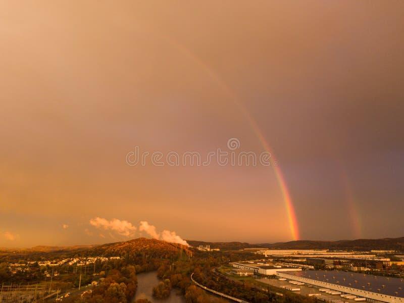 Colpo aereo del fuco del mezzo arcobaleno fotografia stock