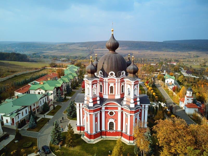 Colpo aereo del monastero di Curchi a luce del giorno immagine stock libera da diritti