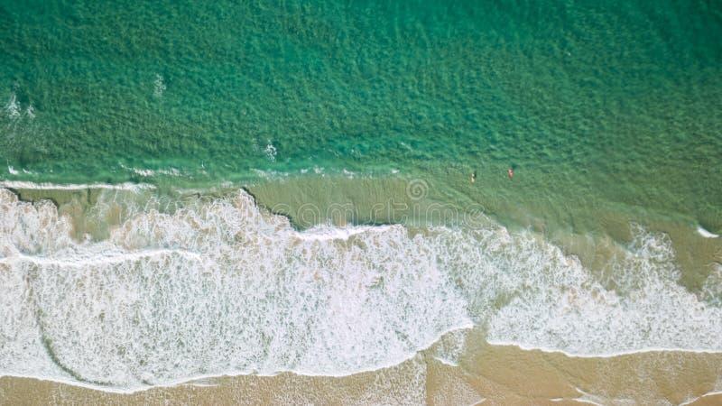 Colpo aereo della linea della costa intorno a Noosa nella costa del sole immagine stock