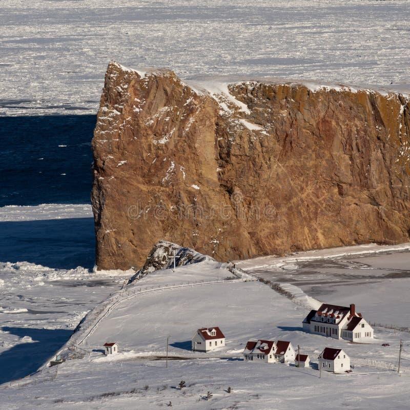 Colpo alto vicino del teleobiettivo di Perce Rock maestoso fotografia stock