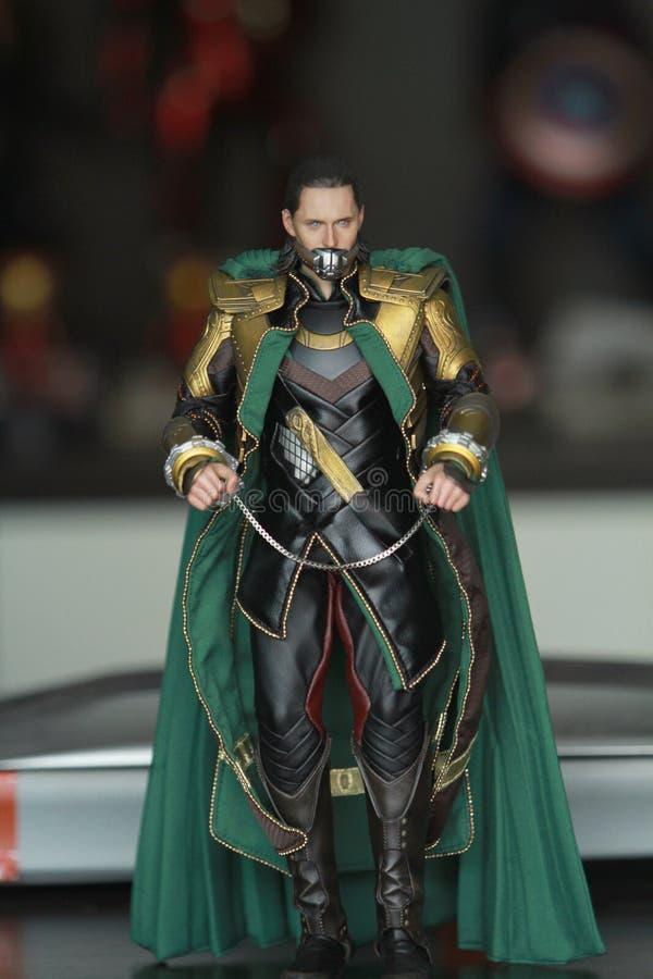 Colpo alto vicino della figura di Loki Bad Guy nel comparire combattente di azione in libri di fumetti americani della meraviglia fotografie stock