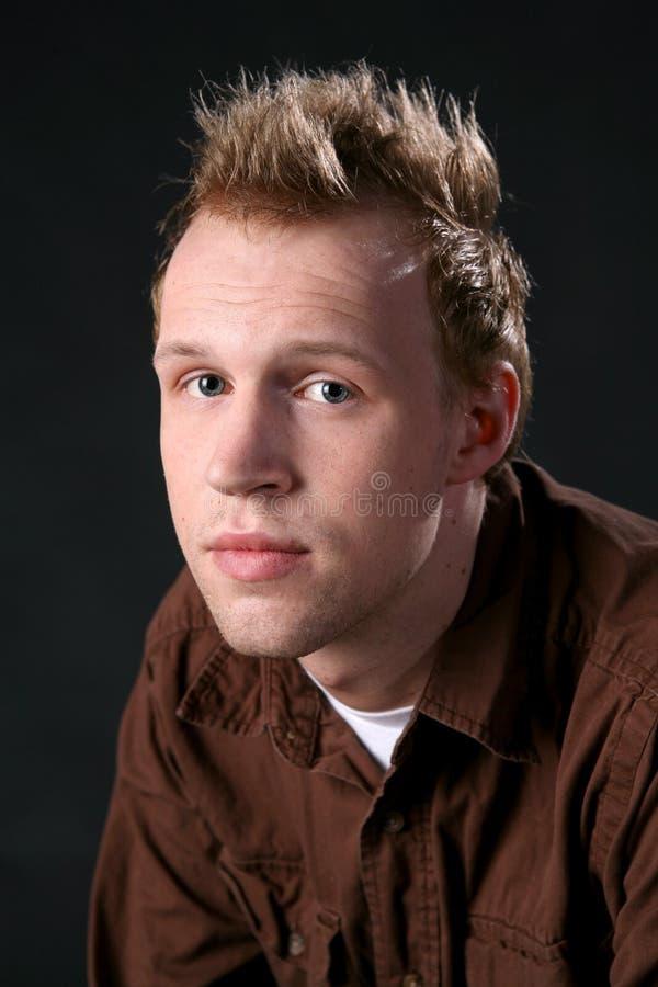 Colpo capo dell'uomo attraente con capelli d'assottigliamento immagini stock libere da diritti