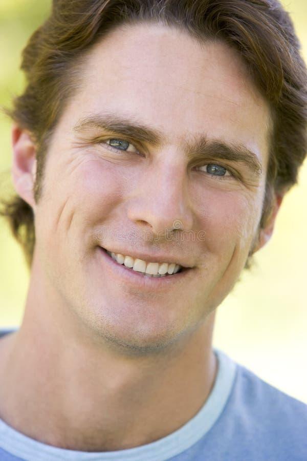 Colpo capo di sorridere dell'uomo immagini stock libere da diritti
