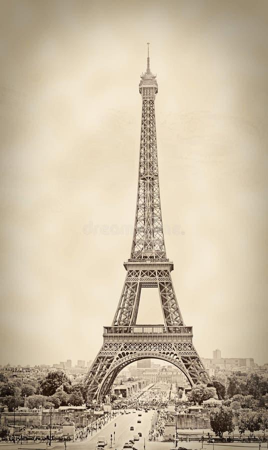 Colpo d'annata della torre Eiffel, nella seppia, Parigi, Francia immagini stock