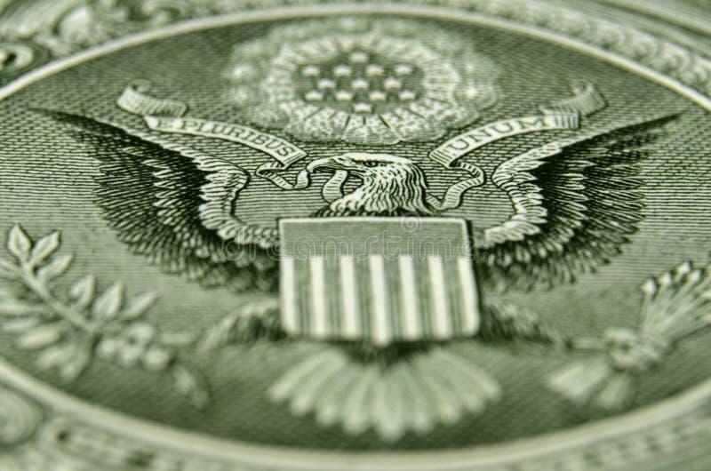 Colpo di angolo obliquo della parte posteriore della banconota in dollari degli Stati Uniti uno, caratterizzante l'aquila america fotografia stock