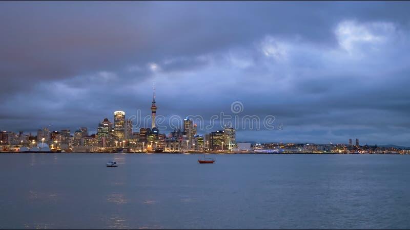 Colpo di notte di Auckland in Nuova Zelanda fotografia stock
