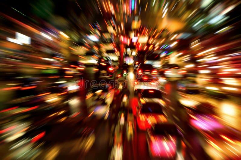 Colpo di notte dell'ingorgo stradale, con effetto dinamico della sfuocatura fotografie stock libere da diritti
