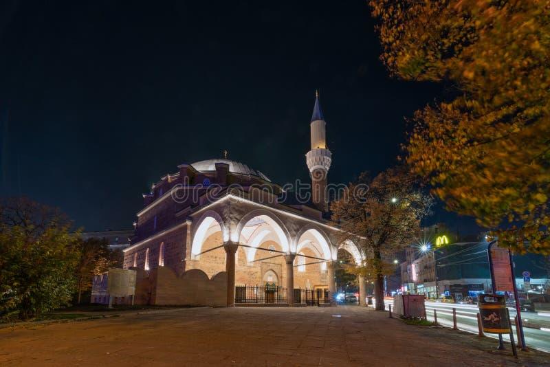 Colpo di notte della moschea di Banya Bashi a Sofia, Bulgaria fotografie stock