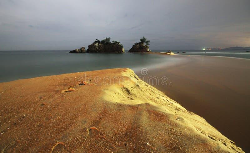 Colpo di notte della spiaggia di Kemasik fotografia stock libera da diritti