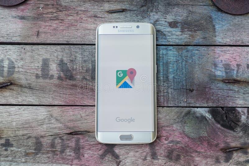 Colpo di schermo di Google Maps sul bordo della galassia s6 di Samsung fotografie stock