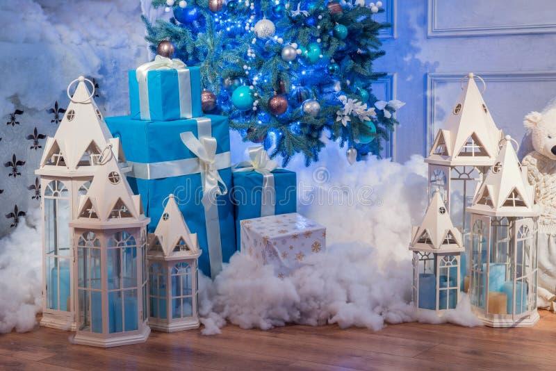 Colpo interno dello studio dell'albero di Natale fotografie stock