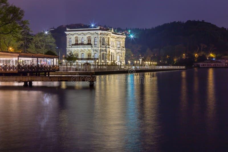 Colpo lungo di esposizione del palazzo di Kucuksu o del padiglione di Goksu immagine stock libera da diritti