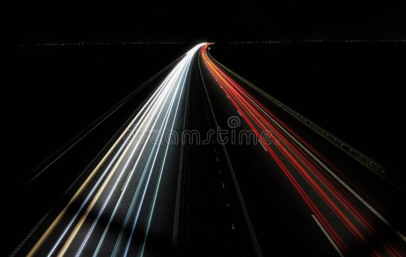 Colpo lungo di esposizione di notte della strada principale della Romania A1 fotografia stock libera da diritti