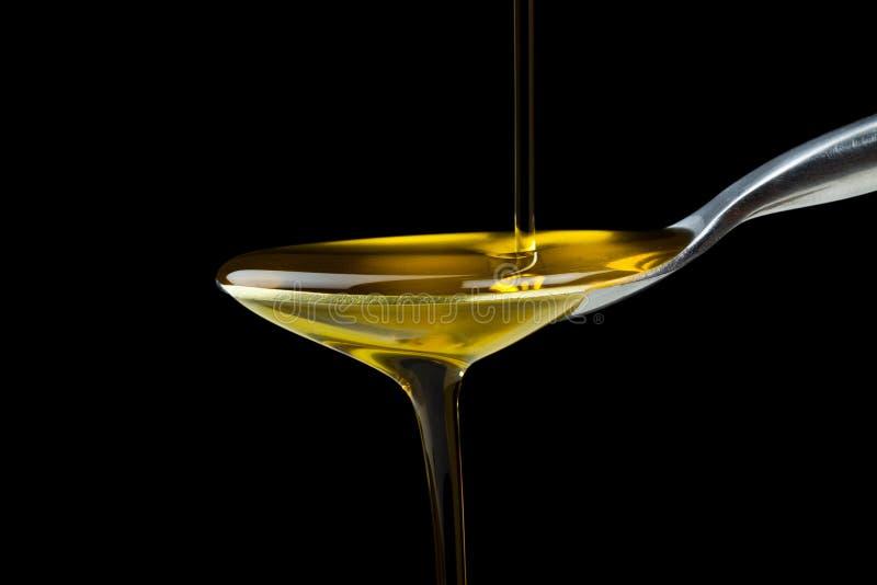 Colpo a macroistruzione dell'olio di oliva fotografie stock