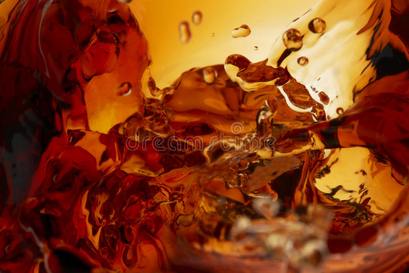Colpo a macroistruzione della spruzzata del whisky immagini stock libere da diritti