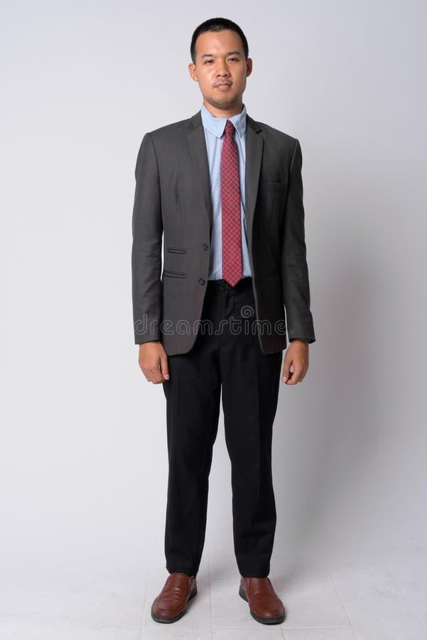 Colpo pieno del corpo di giovane uomo d'affari asiatico in vestito immagini stock libere da diritti