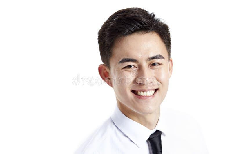 Colpo in testa di un uomo d'affari asiatico felice immagine stock libera da diritti