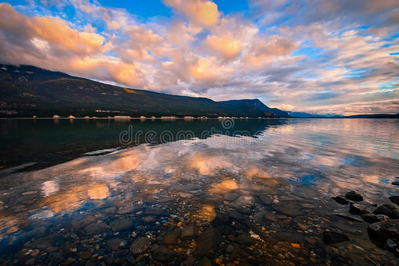 Columbia湖日落,不列颠哥伦比亚省,加拿大 免版税库存图片