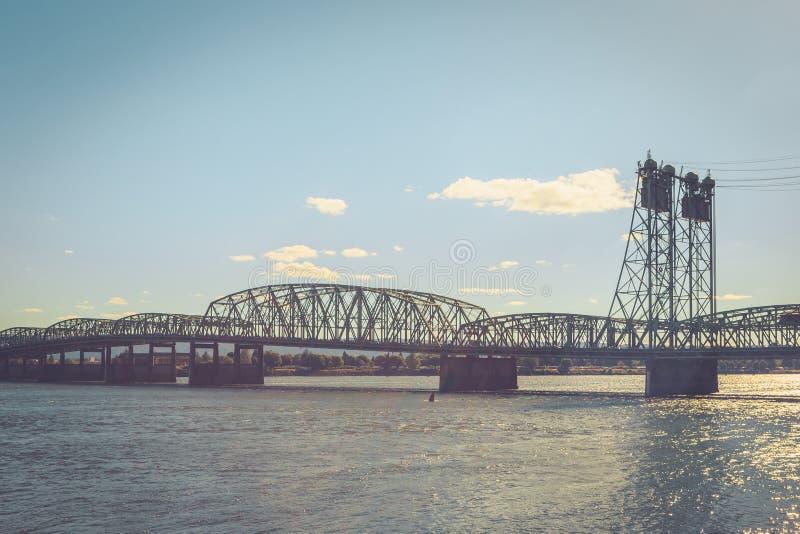 Columbia River Bridge i Vancouver i centrala USA arkivfoton
