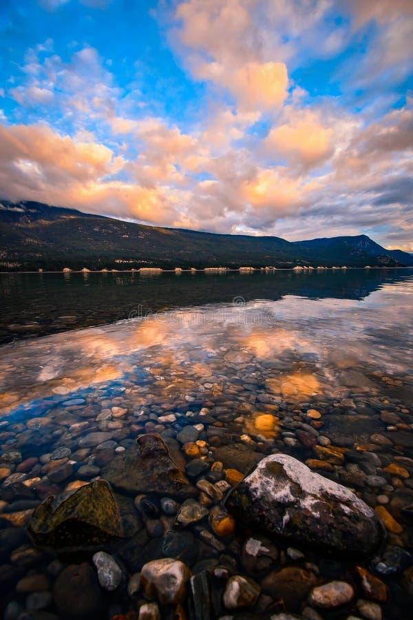 Columbia sjösolnedgång, British Columbia, Kanada royaltyfria foton