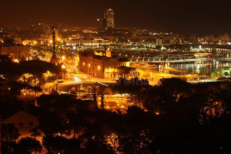 Columbus monument på natten i Barcelona, Spanien royaltyfri fotografi