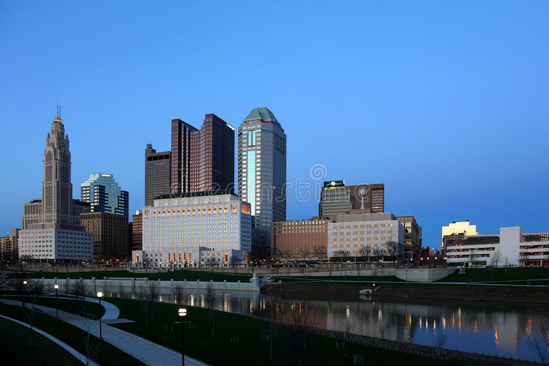 Columbus, Ohio an der Dämmerung stockfotos