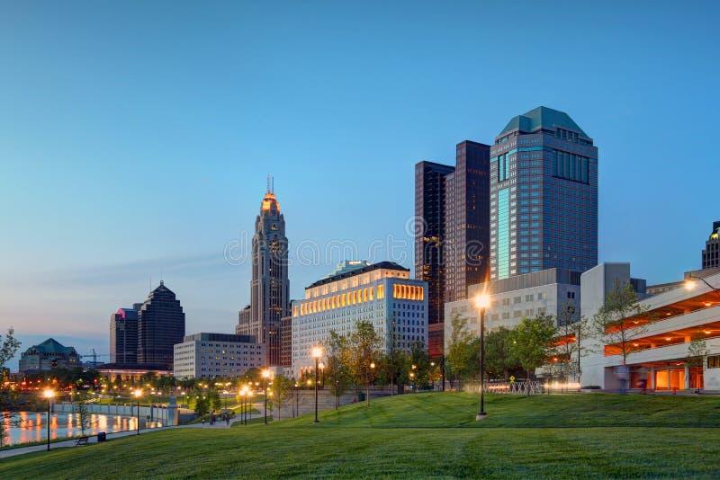 Columbus, Ohio an der Dämmerung lizenzfreies stockfoto