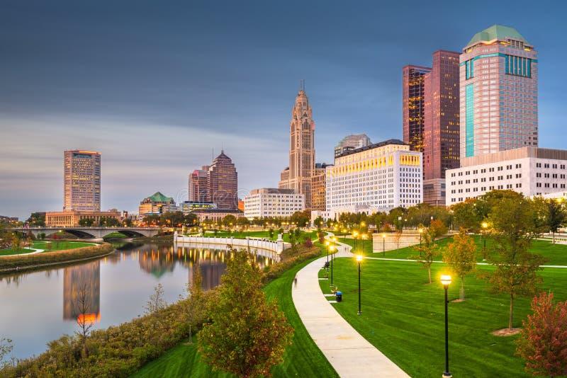 Columbus, Ohio, orizzonte di U.S.A. sul fiume fotografia stock libera da diritti
