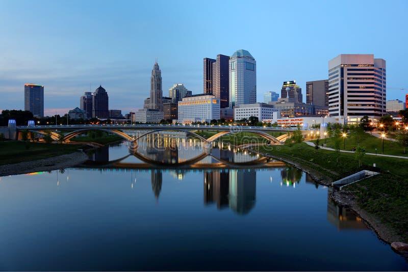 Columbus Ohio-Skyline an der Dämmerung lizenzfreie stockbilder