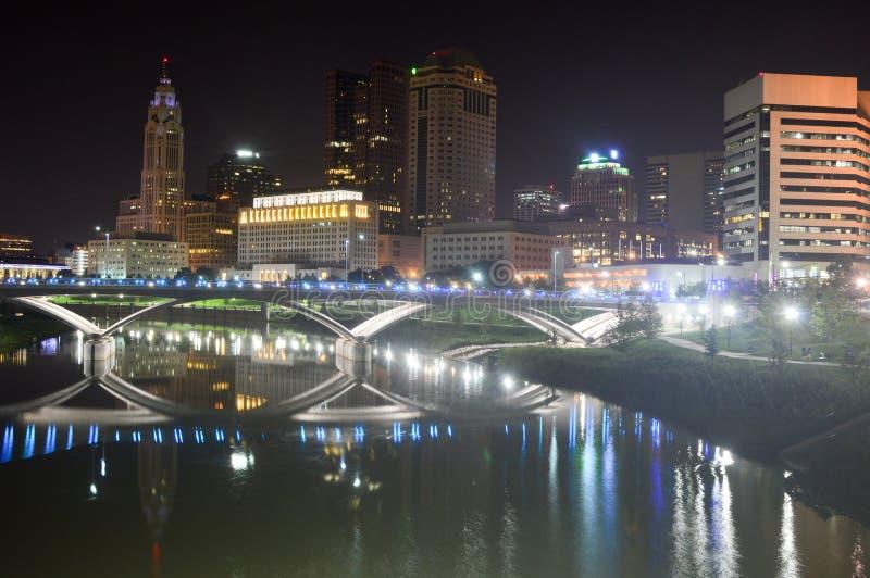 Columbus, Ohio - USA - 28. August 2016: Columbus Skyline And River At-Dämmerung stockbild