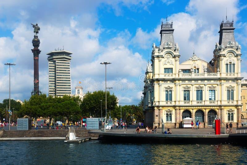 Columbus-Statue und Hafen Vell in Barcelona, Spanien lizenzfreies stockfoto