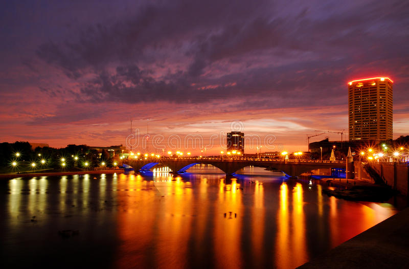 Columbus Town St. bridge at night. Photograph of the Main St. bridge taken from the Scioto mile stock photography