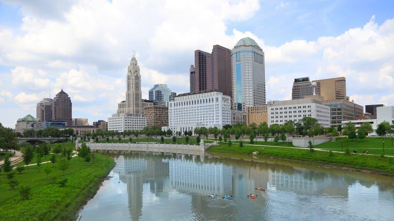 Columbus van de binnenstad, Ohio door Scioto rivier stock fotografie