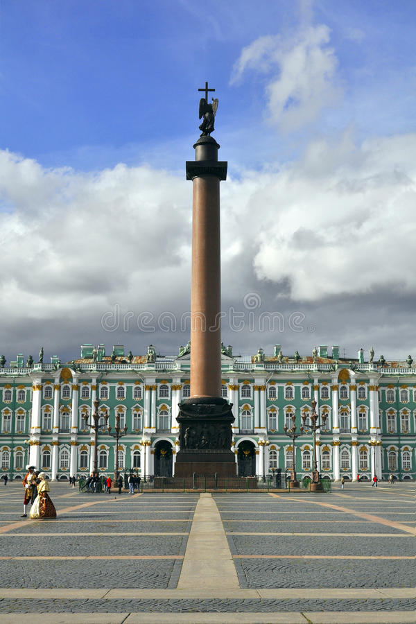 Columna De Alexander Y Palacio Del Invierno, St Petersburg Foto editorial