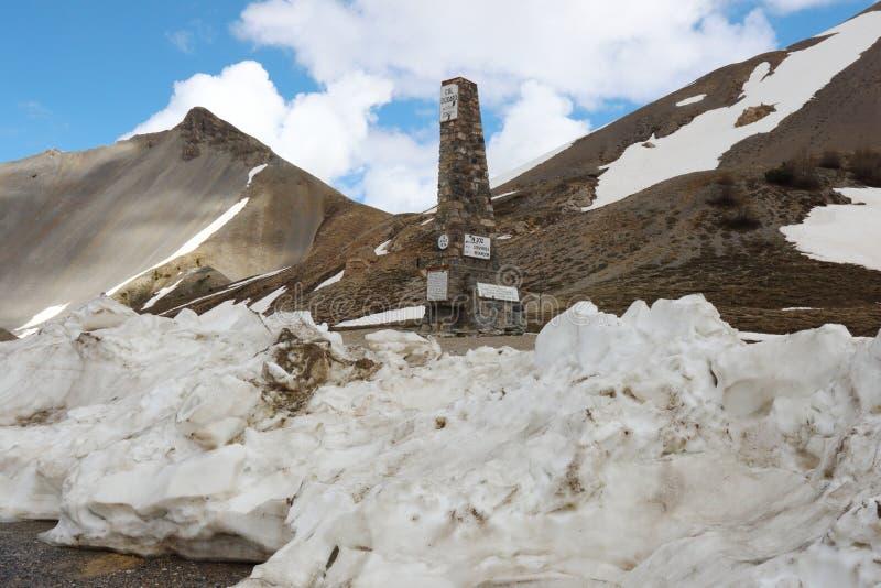 Columna de Izoard del ` de la cuesta d en francés el parque natural de Queyras foto de archivo