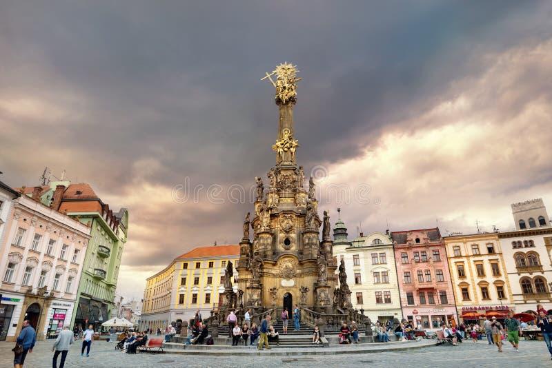 Columna de la trinidad santa de la plaza principal y del monumento en la ciudad vieja de Olomouc República Checa foto de archivo